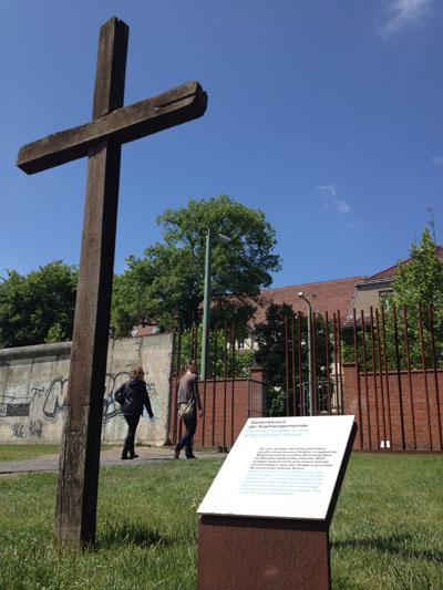 berlin wall cross cemetery